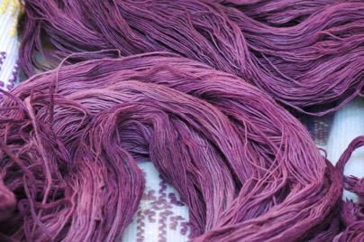 Как се е появил лилавият цвят в боята за коса?