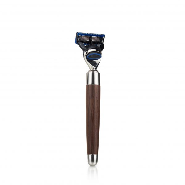 """Бръснач от сет за бръснене Сфера използва само ножчета """"Фюжън"""". Ръкохватката е цвят Венге."""